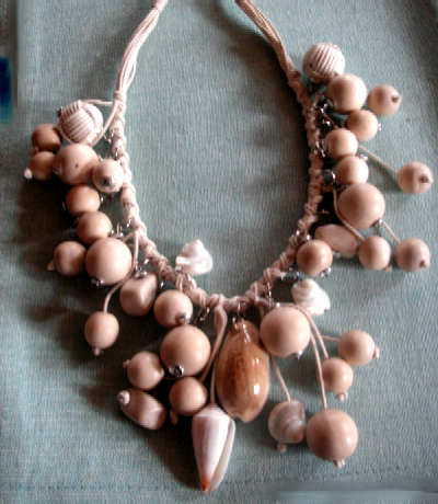 tuccifashiononline-2015-093-necklace-wood-shells-pict1368-400x460