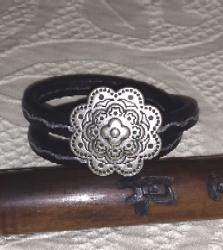 tuccifashiononline-2015-126-bracelet-silver-badge-20150618-182959-223x250