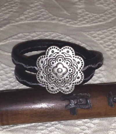 tuccifashiononline-2015-126-bracelet-silver-badge-20150618-182959-400x460